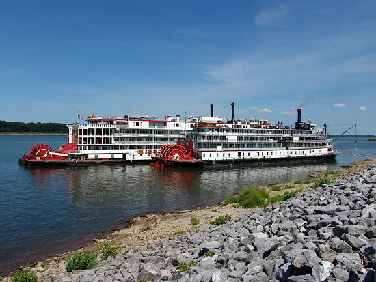Delta Queen and Mississippi Queen at Natchez